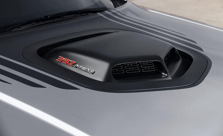 2015 Dodge Challenger R/T 392 Scat Pack Shaker, 1971 Dodge Challenger R/T Shaker, and 2015 Dodge Challenger R/T Shaker - Slide 19