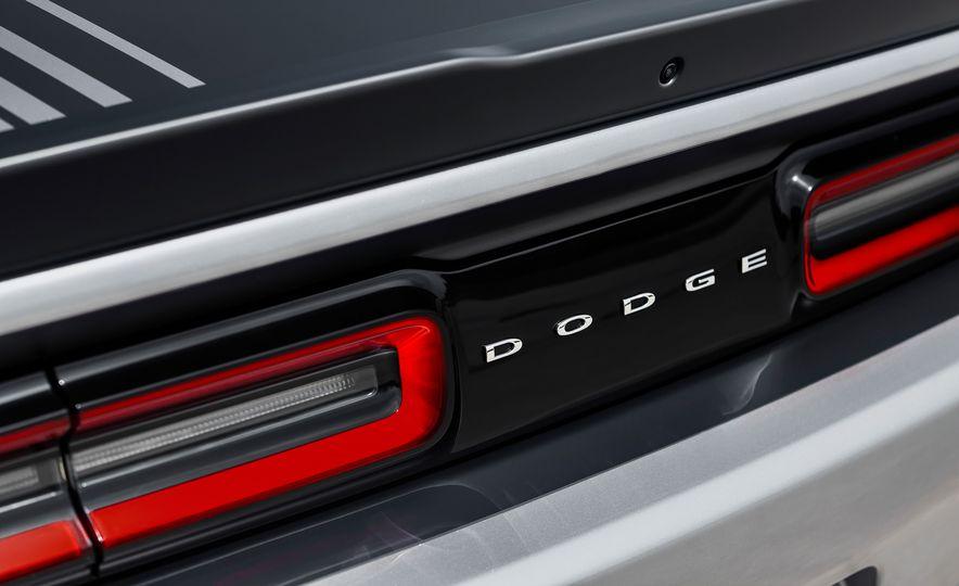 2015 Dodge Challenger R/T 392 Scat Pack Shaker, 1971 Dodge Challenger R/T Shaker, and 2015 Dodge Challenger R/T Shaker - Slide 29