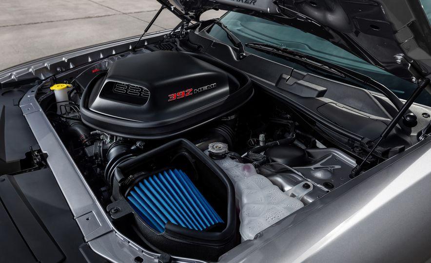 2015 Dodge Challenger R/T 392 Scat Pack Shaker, 1971 Dodge Challenger R/T Shaker, and 2015 Dodge Challenger R/T Shaker - Slide 32