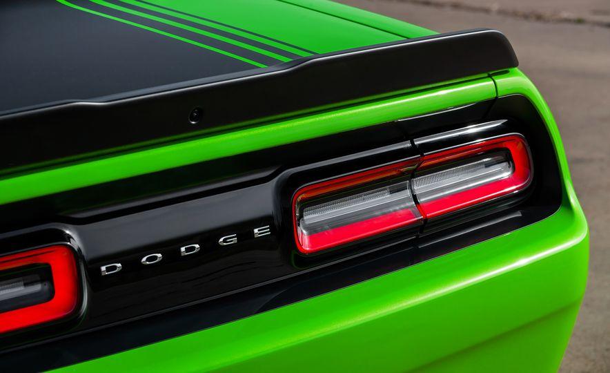 2015 Dodge Challenger R/T 392 Scat Pack Shaker, 1971 Dodge Challenger R/T Shaker, and 2015 Dodge Challenger R/T Shaker - Slide 52