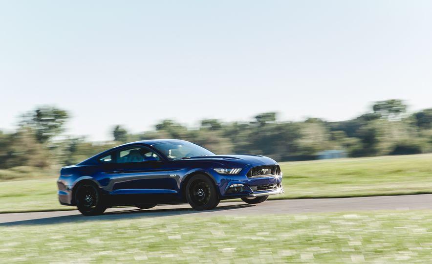 2015 Ford Mustang GT - Slide 3