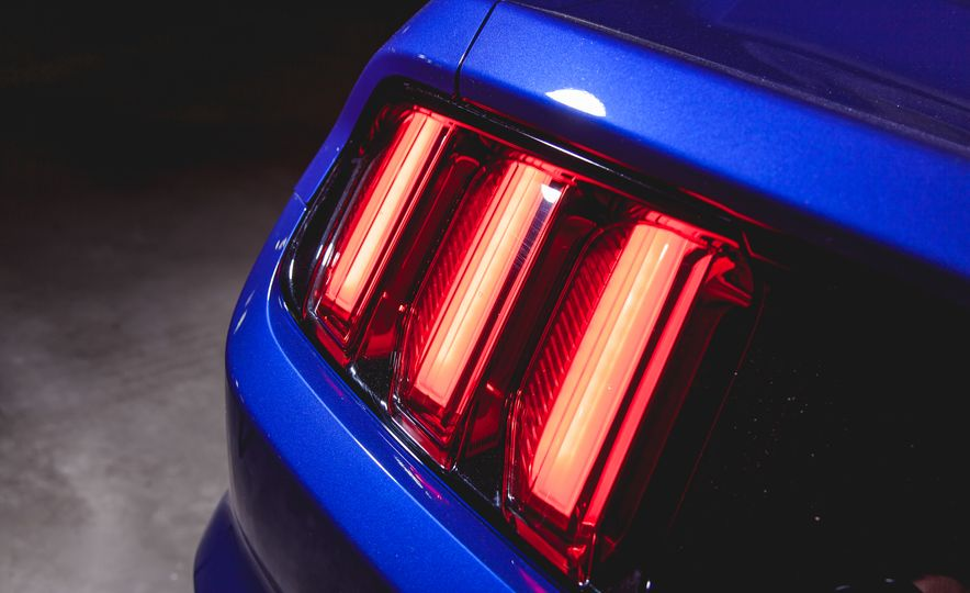 2015 Ford Mustang GT - Slide 21