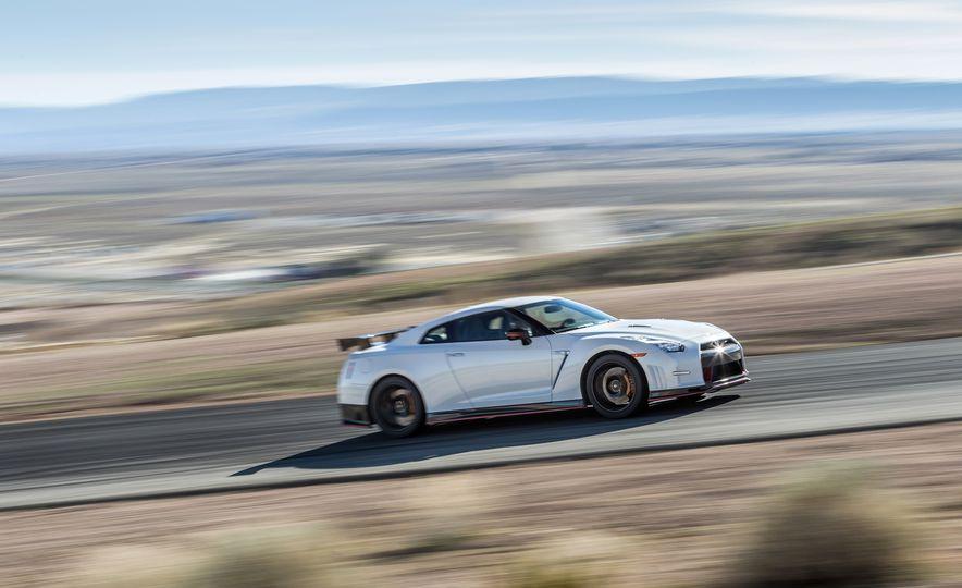 2014 Porsche 911 Turbo S, 2015 Nissan GT-R NISMO, and 2015 Chevrolet Corvette Z06 - Slide 14