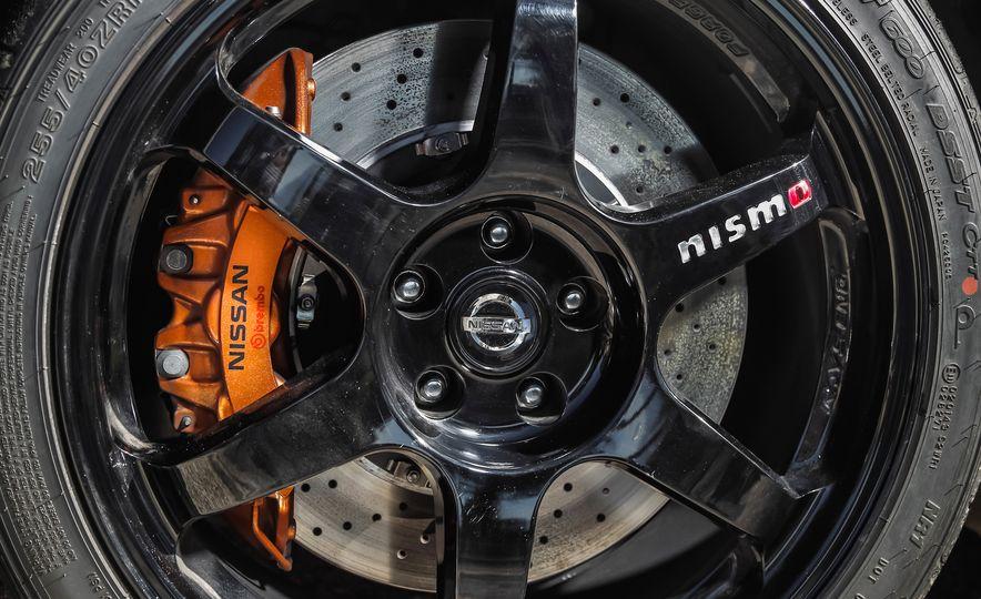 2014 Porsche 911 Turbo S, 2015 Nissan GT-R NISMO, and 2015 Chevrolet Corvette Z06 - Slide 24