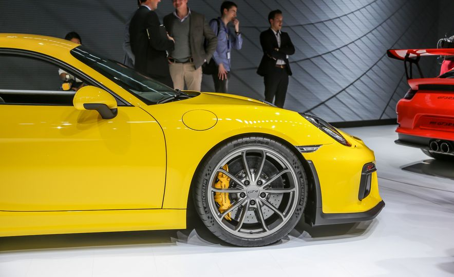 2015 Porsche Cayman GT4 - Slide 22