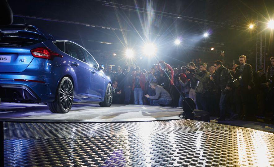 2016 Ford Focus RS - Slide 7