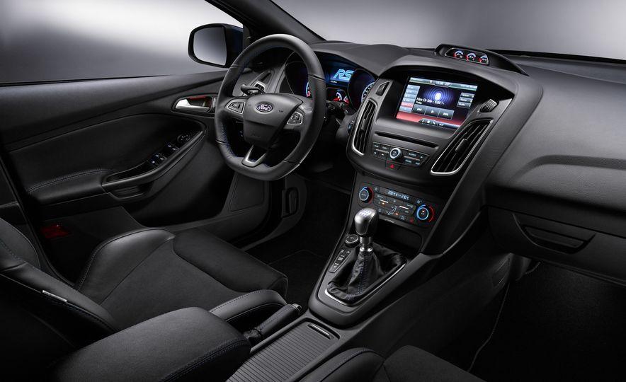 2016 Ford Focus RS - Slide 9