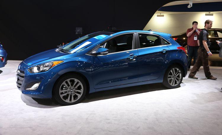 Refreshed Hyundai Elantra GT Gets Siri-ous for 2016