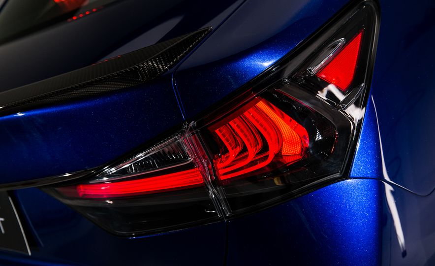 2016 Lexus GS F - Slide 7