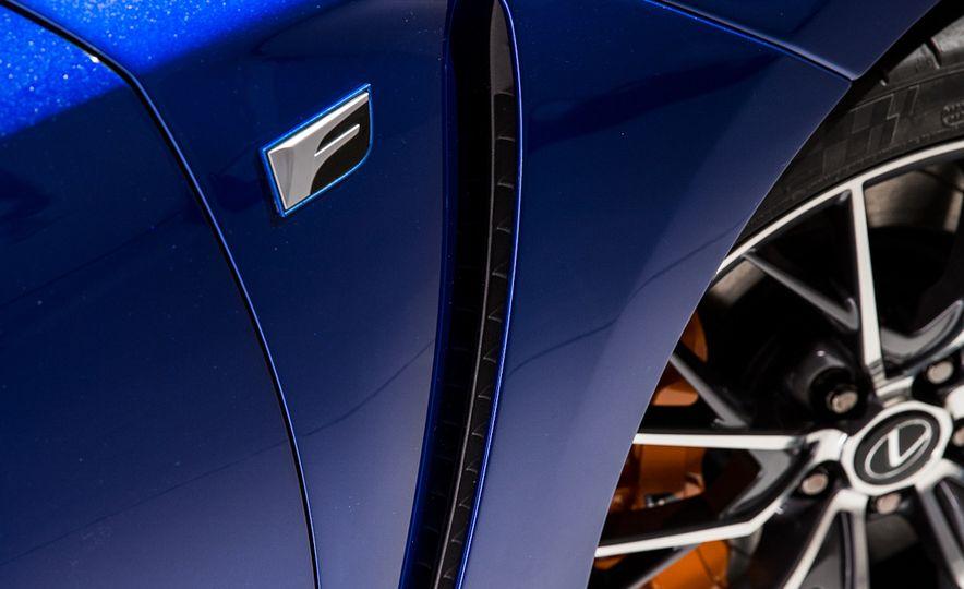 2016 Lexus GS F - Slide 12