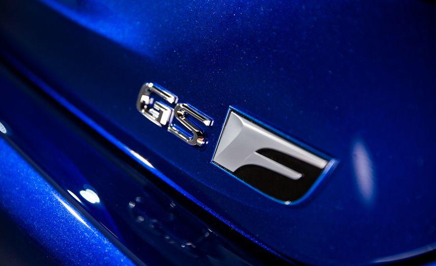 2016 Lexus GS F - Slide 14