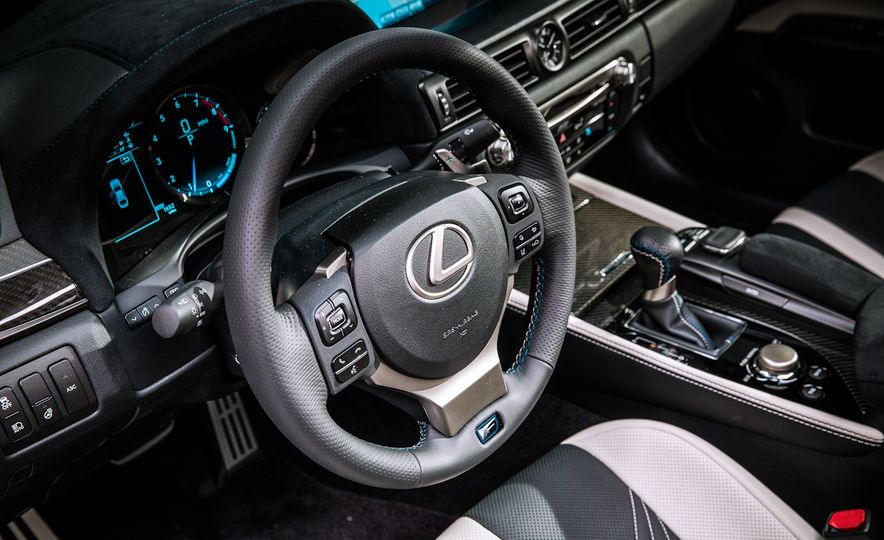 2016 Lexus GS F - Slide 23