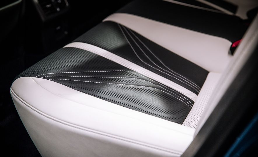 2016 Lexus GS F - Slide 24