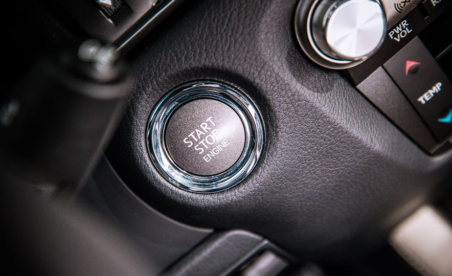 2016 Lexus GS F - Slide 32