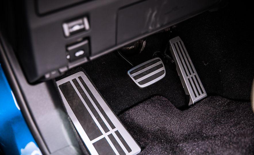 2016 Lexus GS F - Slide 34