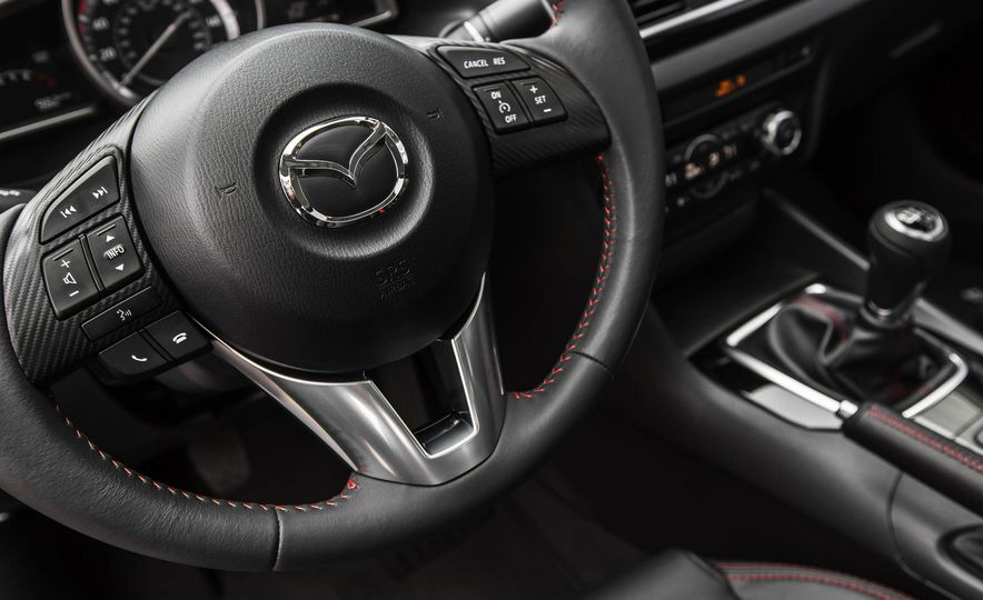 2015 Mazda 3 2.5L hatchback - Slide 34