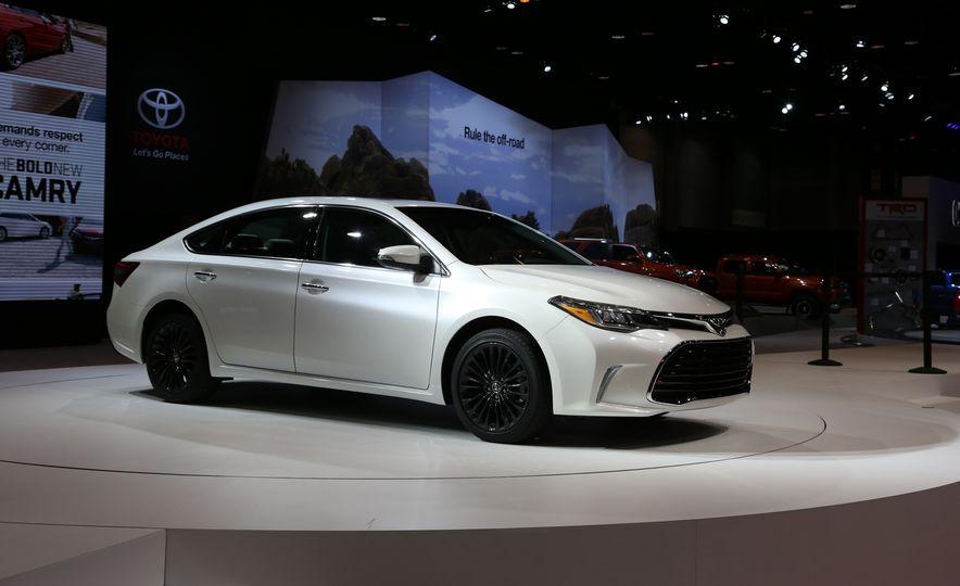 2016 Toyota Avalon Touring - Slide 1