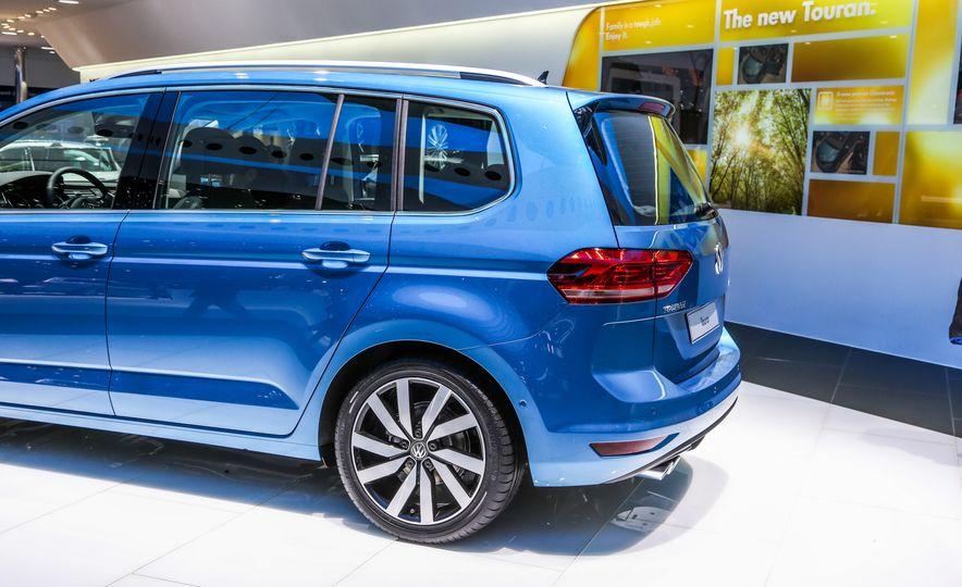 2016 Volkswagen Touran - Slide 14
