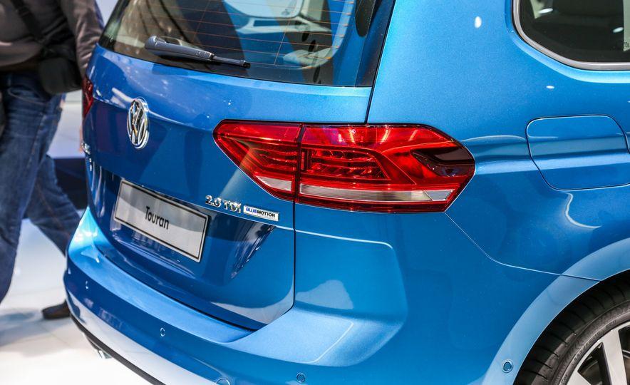 2016 Volkswagen Touran - Slide 15