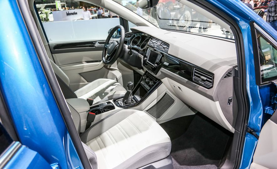 2016 Volkswagen Touran - Slide 16