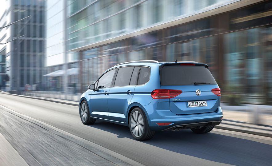 2016 Volkswagen Touran - Slide 23