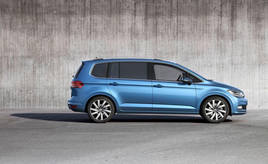 2016 Volkswagen Touran - Slide 25