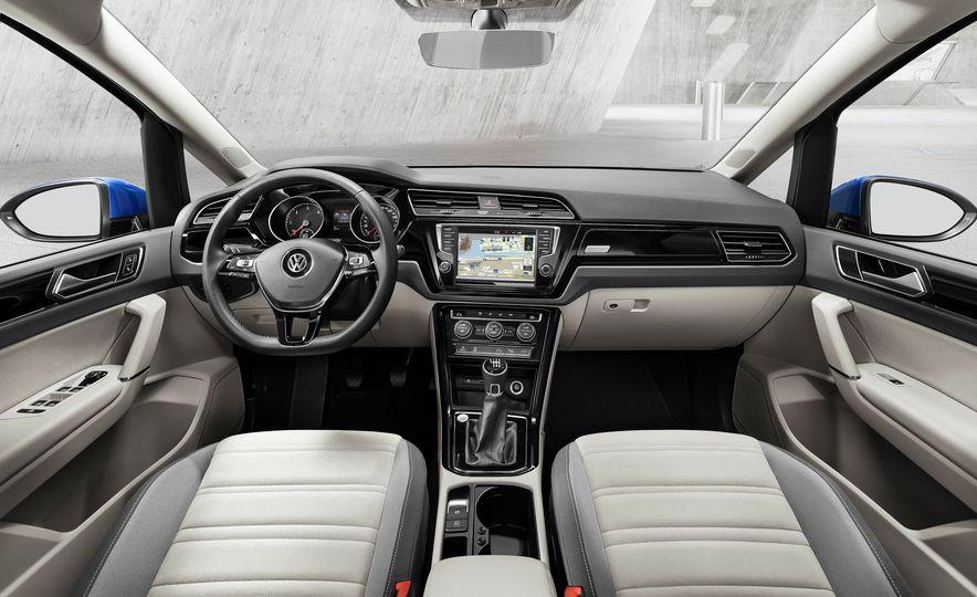 2016 Volkswagen Touran - Slide 27