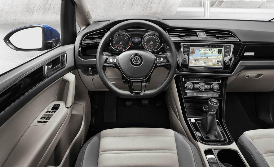 2016 Volkswagen Touran - Slide 28
