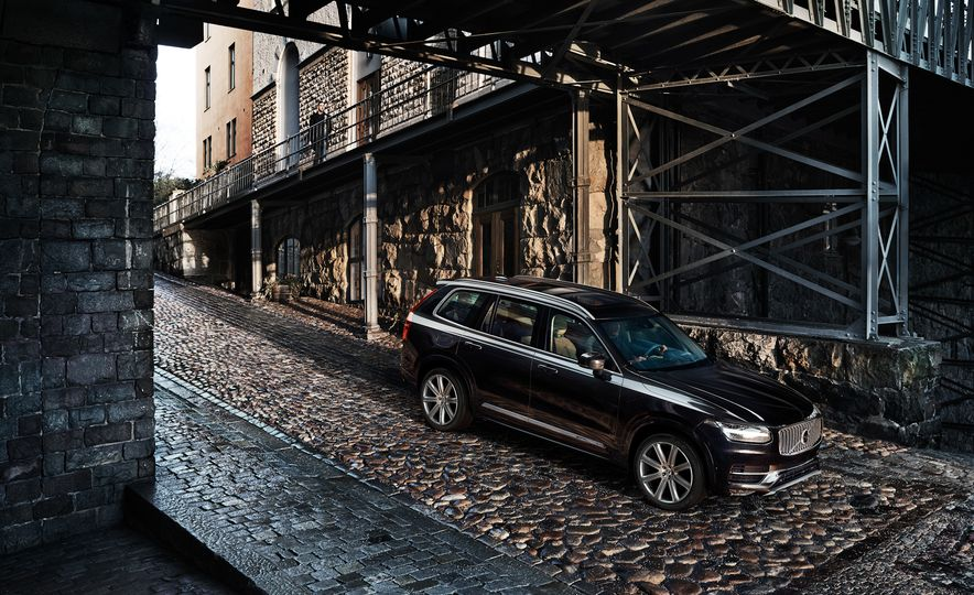 2016 Volvo XC90 T6 R-Design - Slide 26