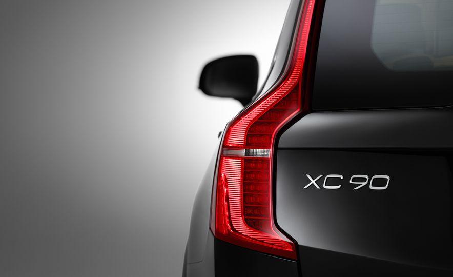 2016 Volvo XC90 T6 R-Design - Slide 41
