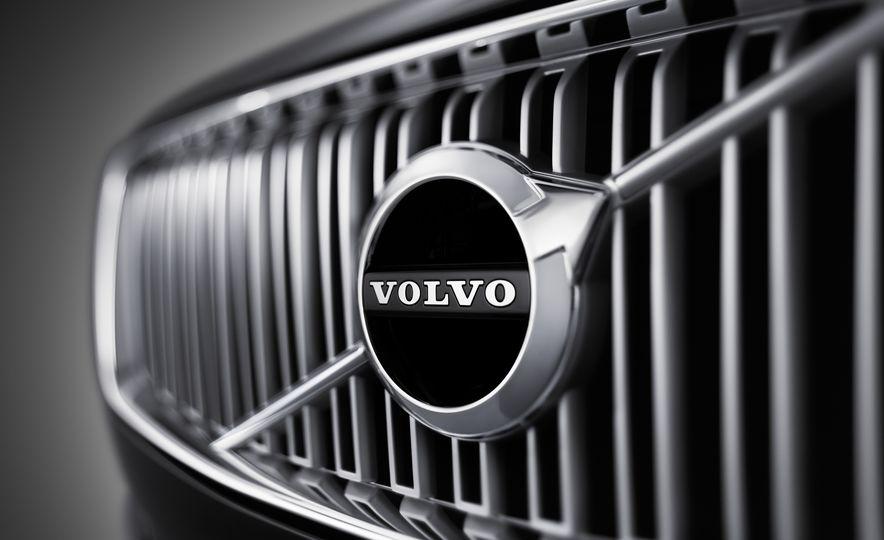 2016 Volvo XC90 T6 R-Design - Slide 42