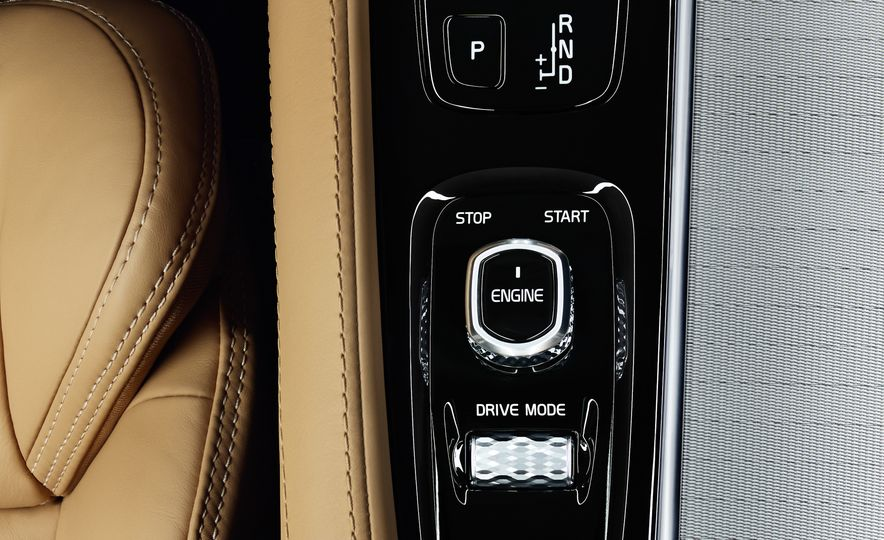 2016 Volvo XC90 T6 R-Design - Slide 47