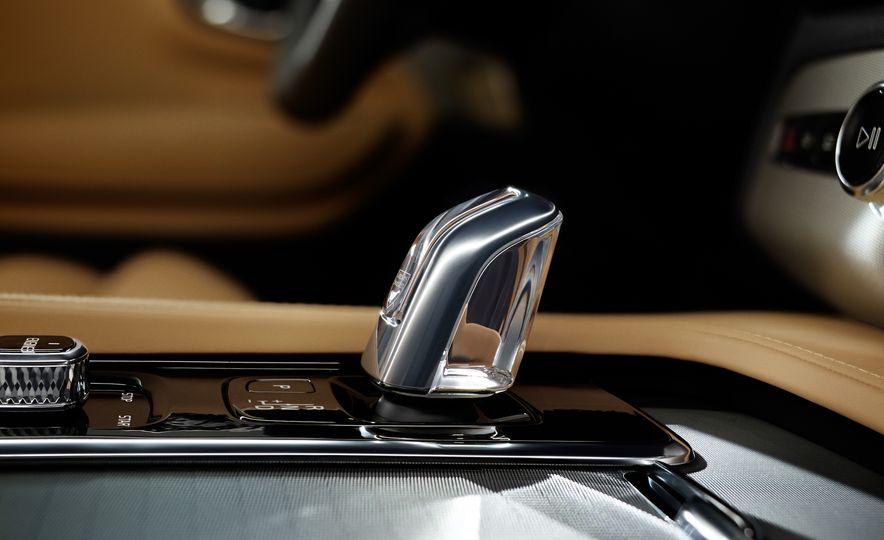 2016 Volvo XC90 T6 R-Design - Slide 48