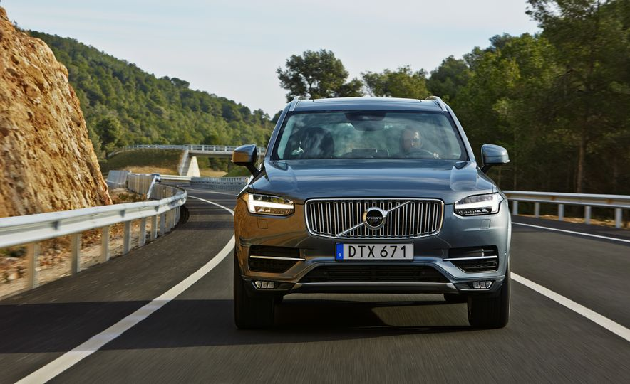 2016 Volvo XC90 D5 (Euro-spec) and T6 - Slide 3