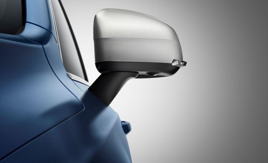 2016 Volvo XC90 T6 R-Design - Slide 13