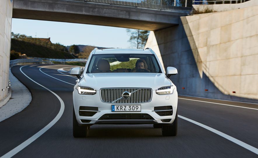 2016 Volvo XC90 D5 (Euro-spec) and T6 - Slide 108