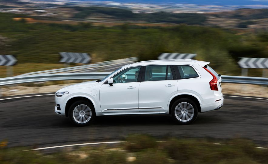 2016 Volvo XC90 D5 (Euro-spec) and T6 - Slide 110