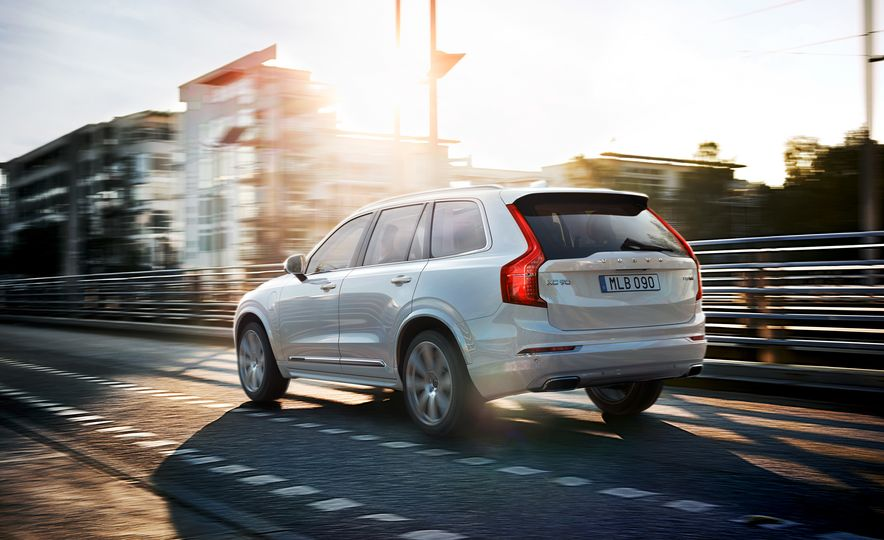 2016 Volvo XC90 D5 (Euro-spec) and T6 - Slide 112