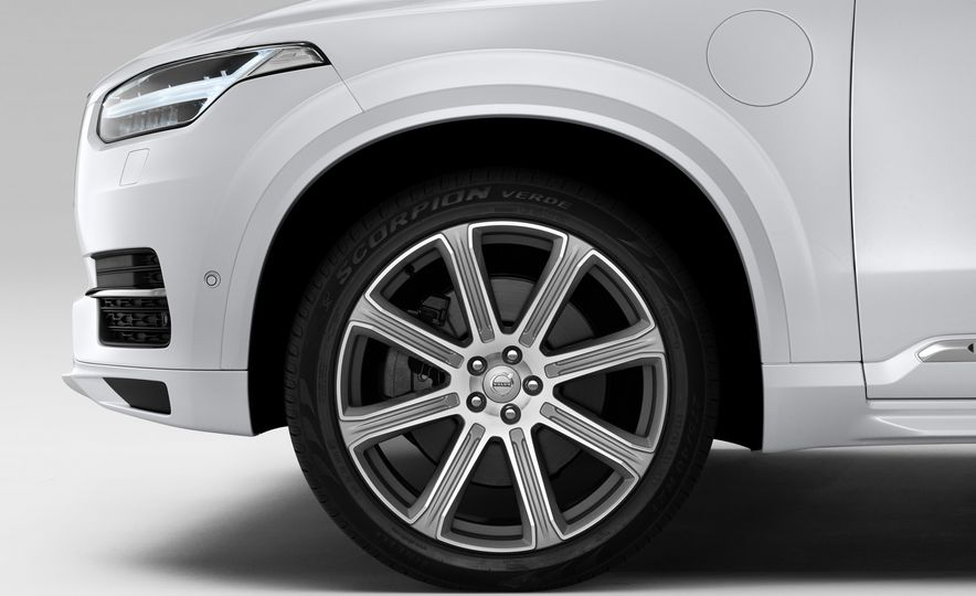 2016 Volvo XC90 D5 (Euro-spec) and T6 - Slide 120