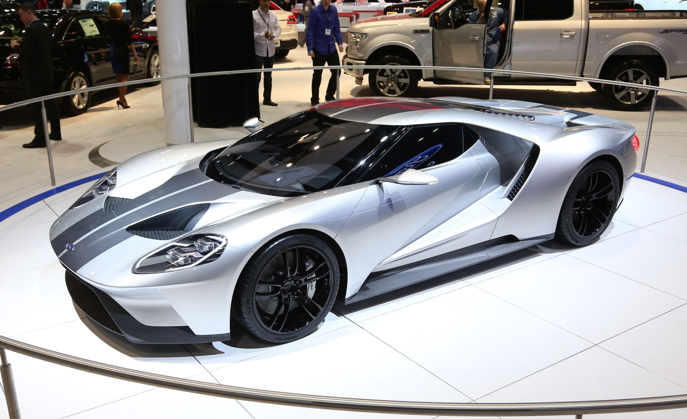 Silver Fox The New Ford Gt Looks Damn Good In Silver And Racing Stripes