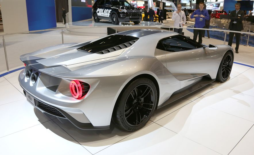 Silver Fox: The New Ford GT Looks Damn Good in Silver and Racing Stripes - Slide 7
