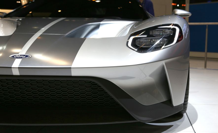 Silver Fox: The New Ford GT Looks Damn Good in Silver and Racing Stripes - Slide 17