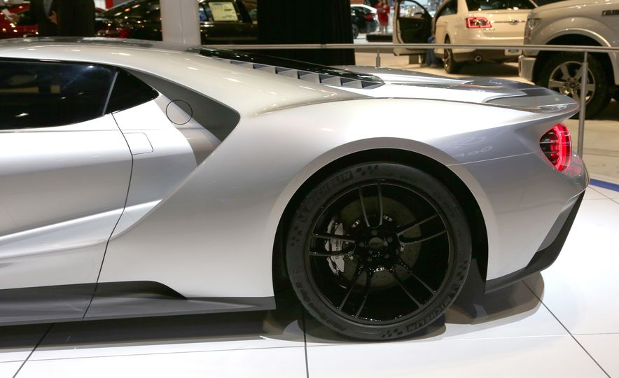 Silver Fox: The New Ford GT Looks Damn Good in Silver and Racing Stripes - Slide 21