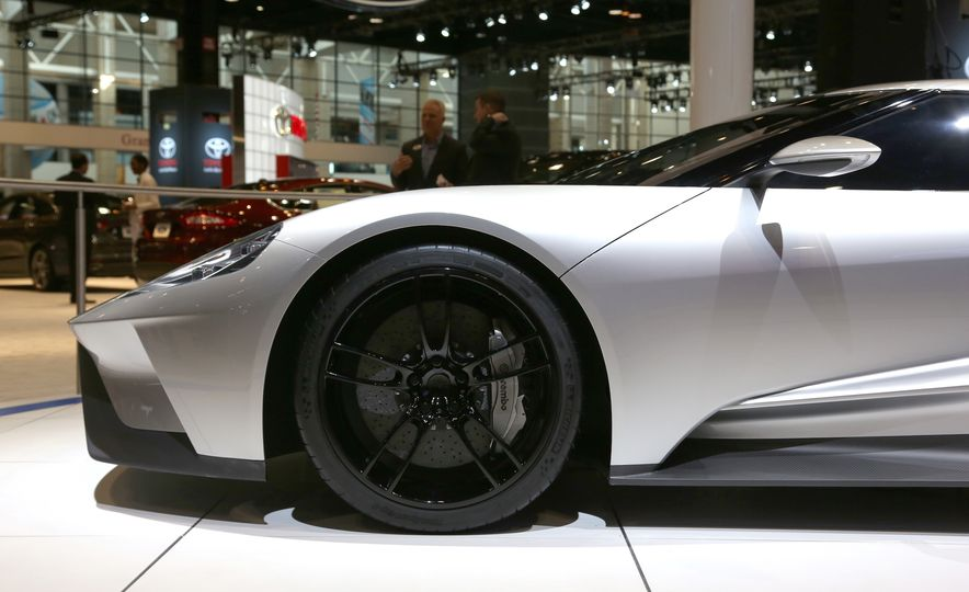 Silver Fox: The New Ford GT Looks Damn Good in Silver and Racing Stripes - Slide 22
