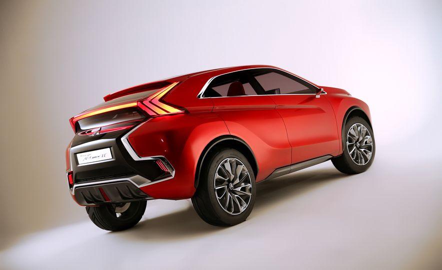 Mitsubishi XR-PHEV II concept - Slide 17