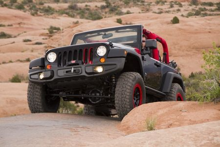 Report: Next Jeep Wrangler Keeps Solid Axles, Loses Folding Windshield