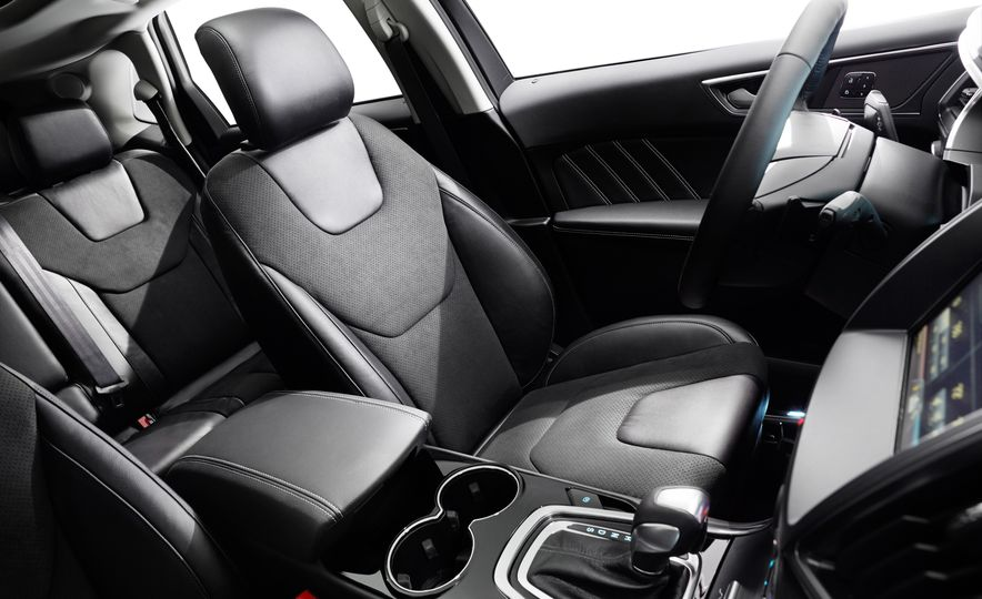 2015 Ford Edge Sport 2.7L EcoBoost and Edge Titanium - Slide 16