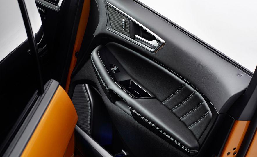 2015 Ford Edge Sport 2.7L EcoBoost and Edge Titanium - Slide 17