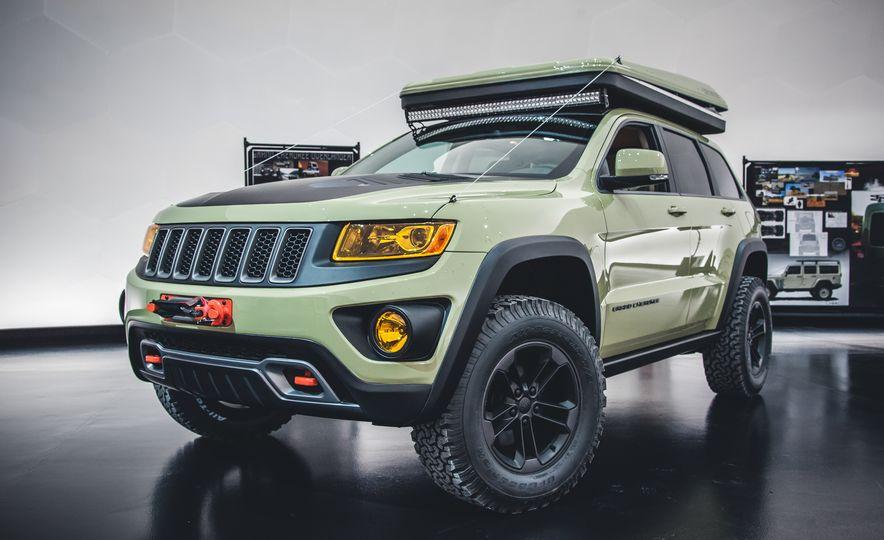 2015 Jeep Grand Cherokee Overlander - Slide 1