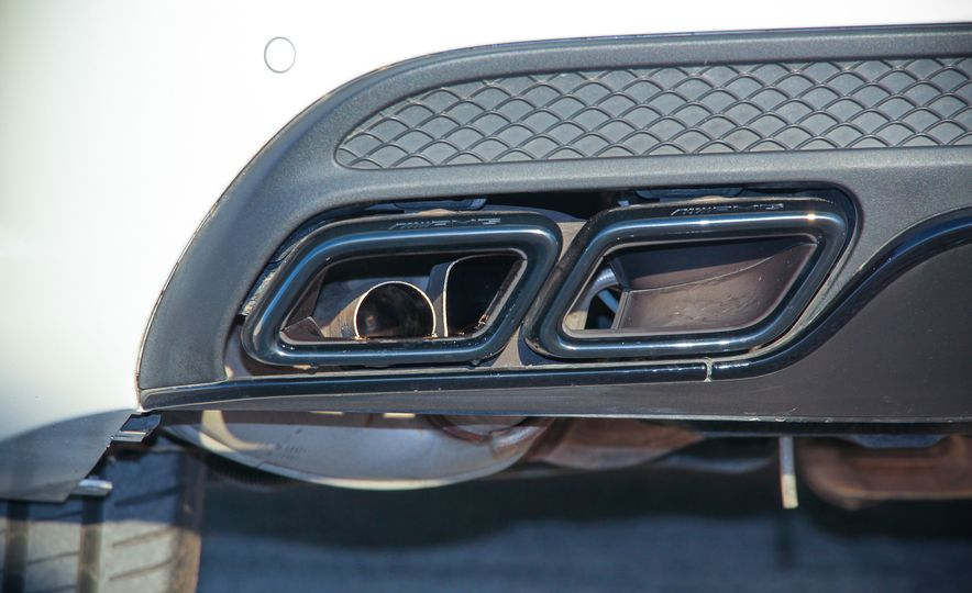 2015 Mercedes-AMG C63 - Slide 19